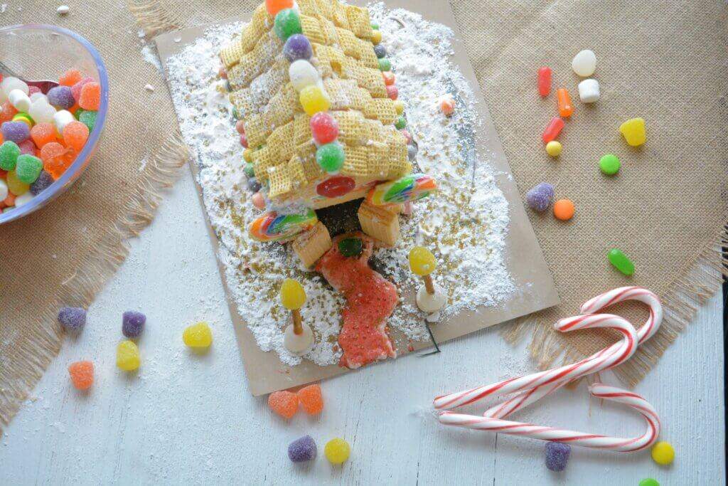 Gingerbread house for kids on dialysis to make as a fun holiday activity while still staying on renal diet.
